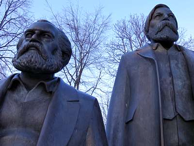 Karl Marx waakt over Berlijn